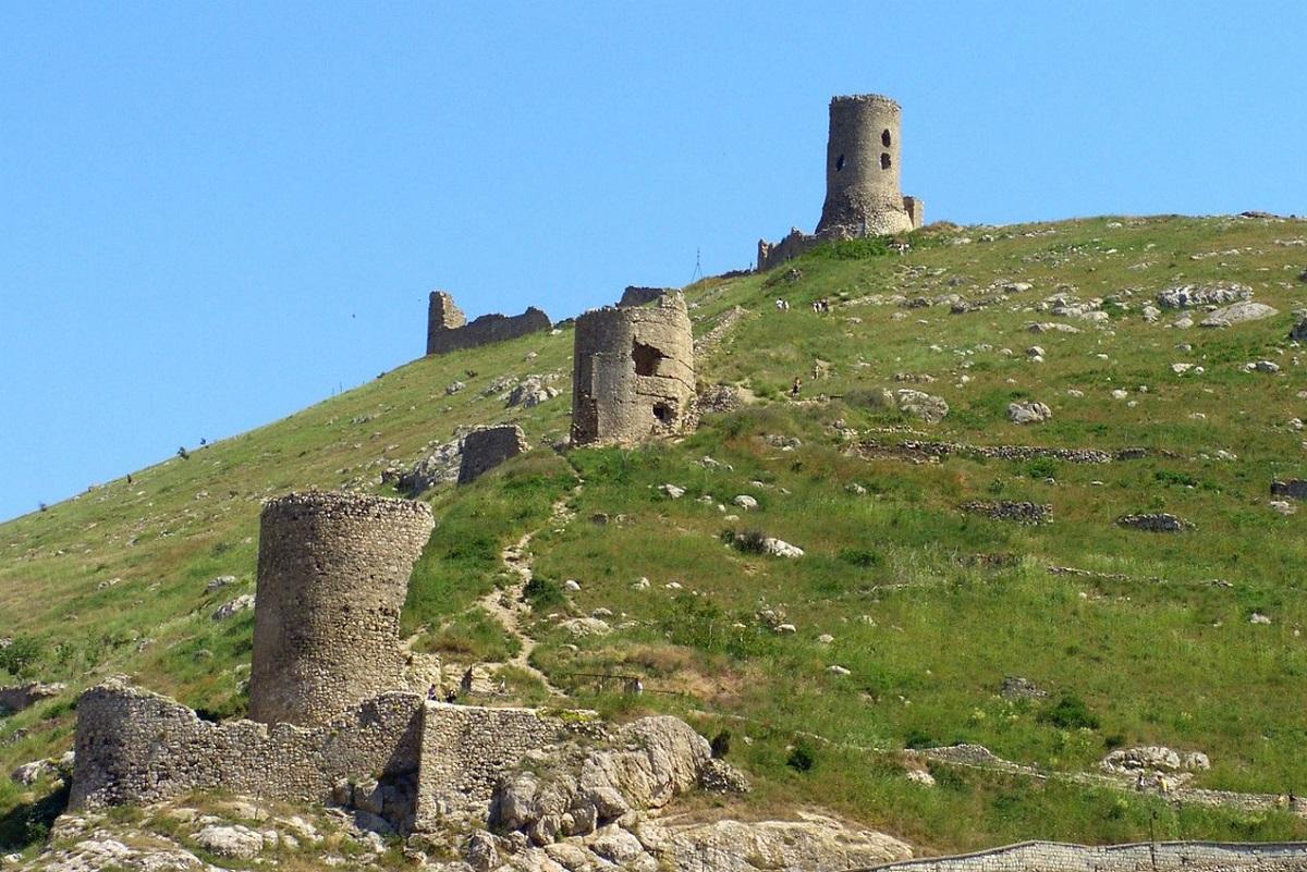 Фото: Крепость Чембало
