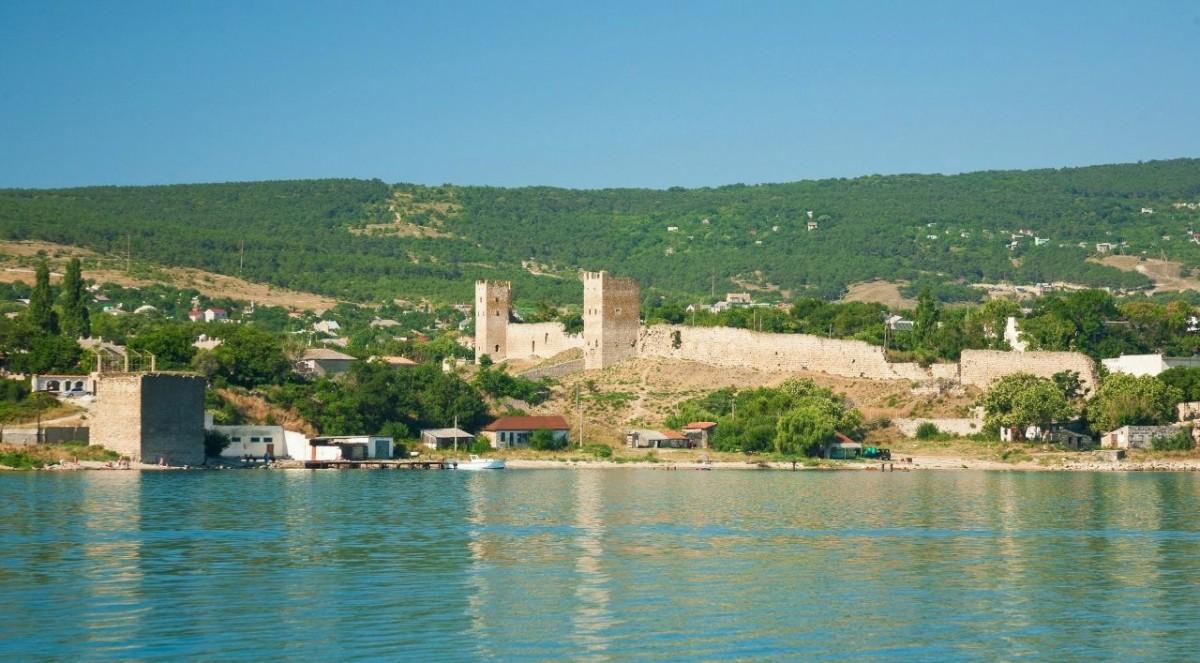 Фото: Генуэзская крепость в Феодосии