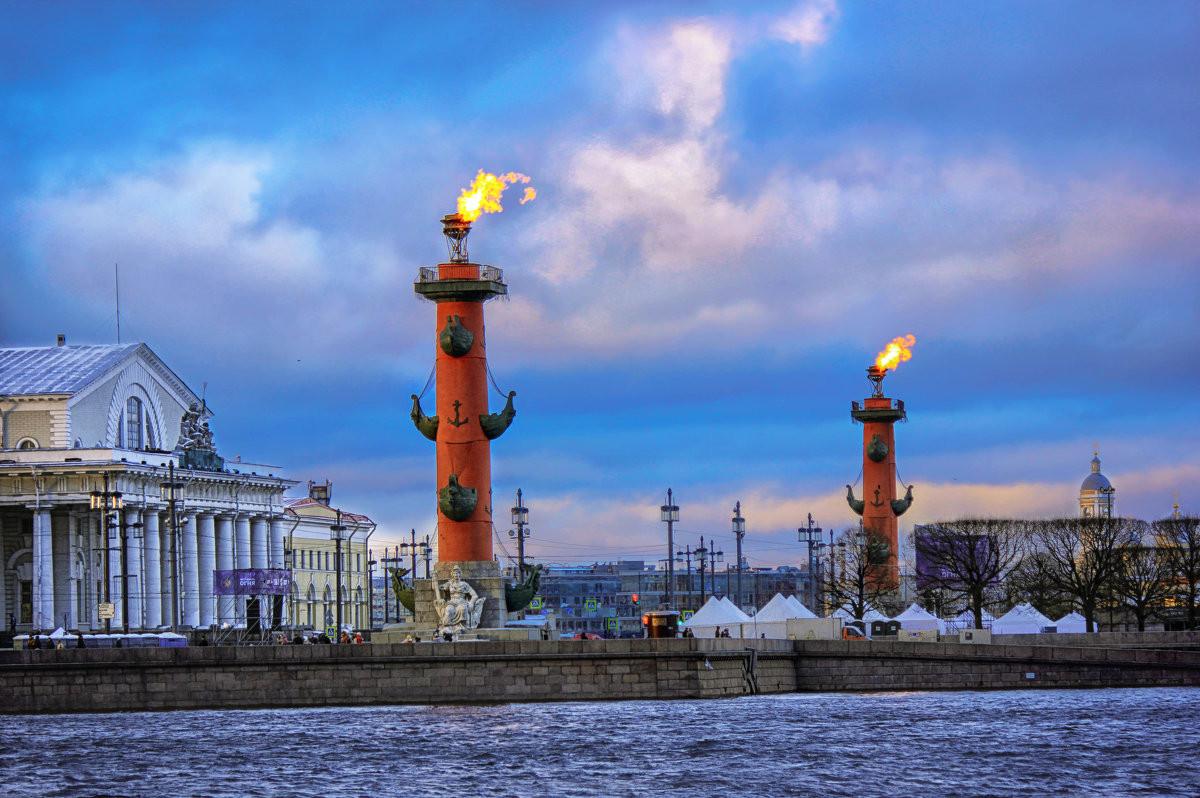 Фото: Ростральные колонны
