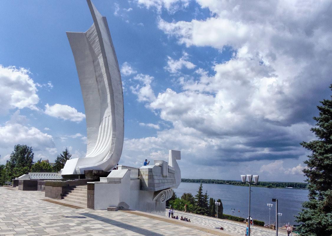Фото: Монумент Самарская ладья
