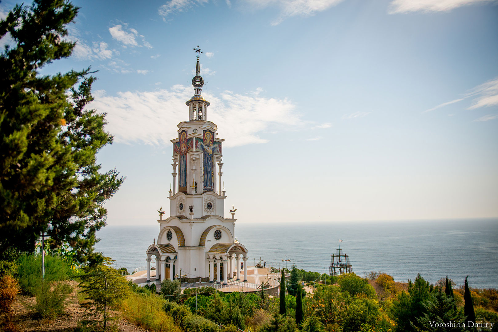Фото: Храм-маяк Николая Чудотворца