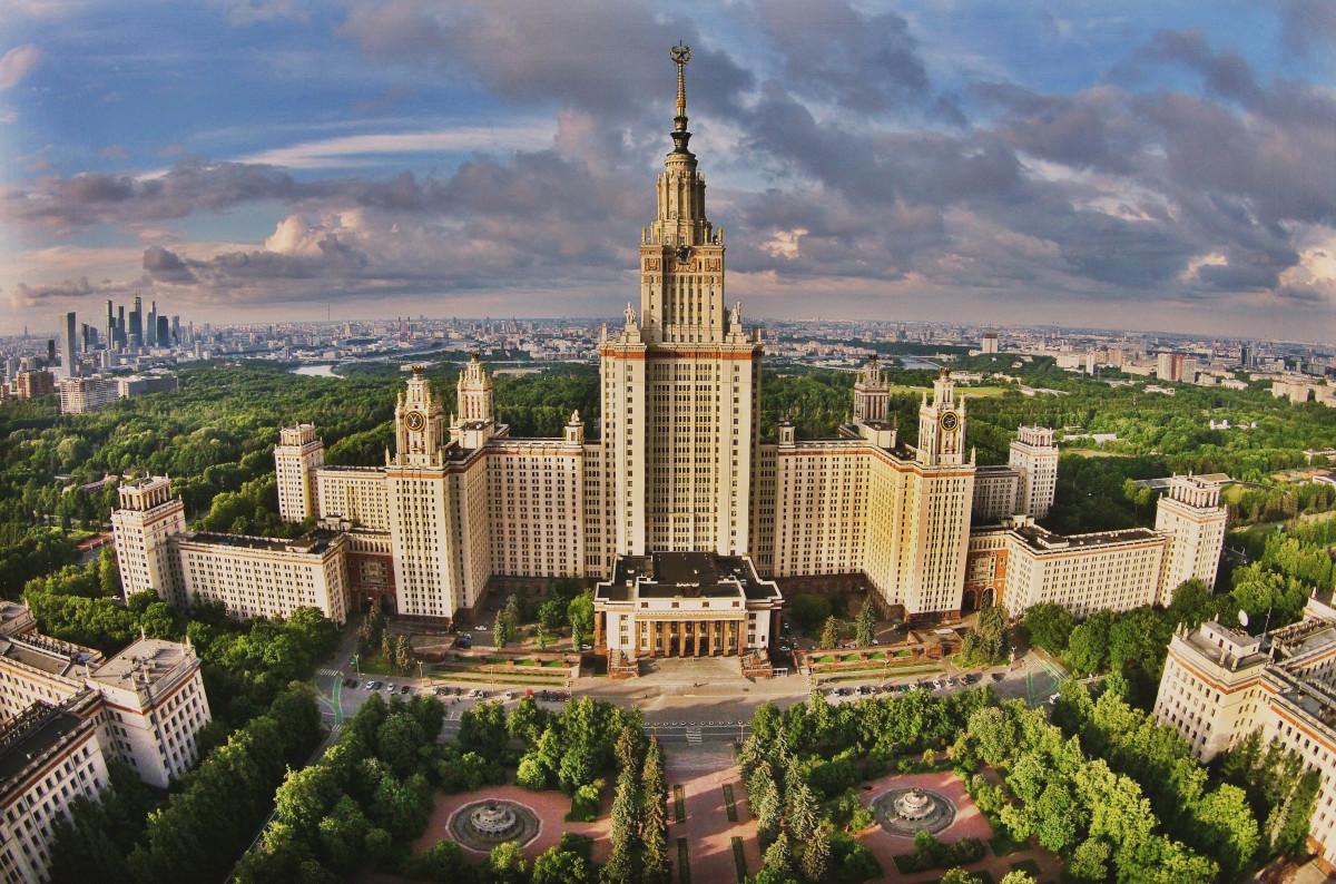Фото: Здание МГУ