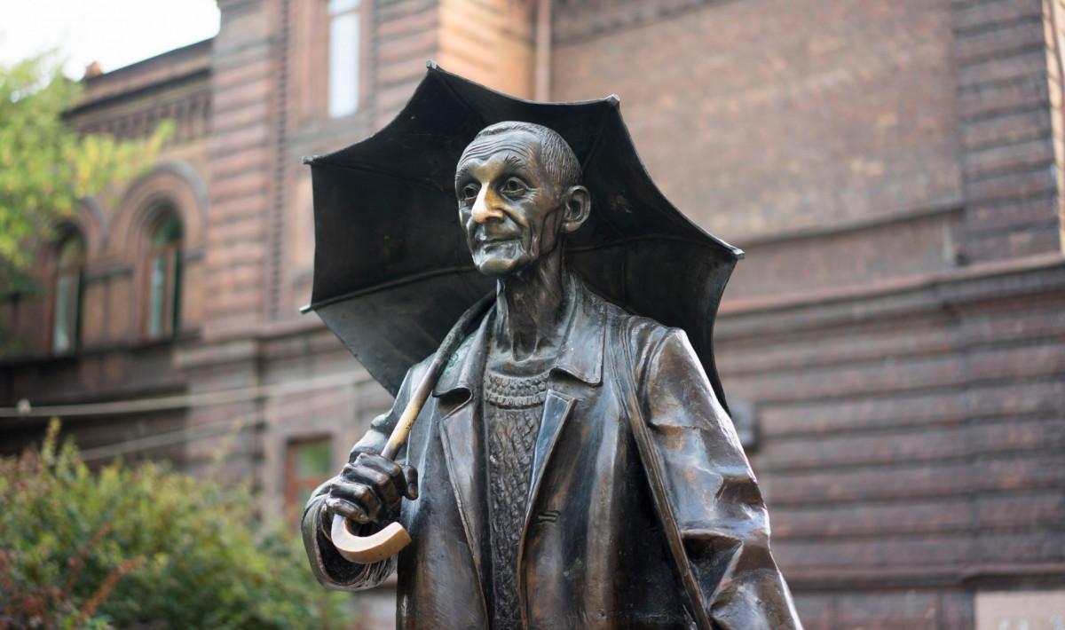 Фото: Памятник художнику Андрею Поздееву