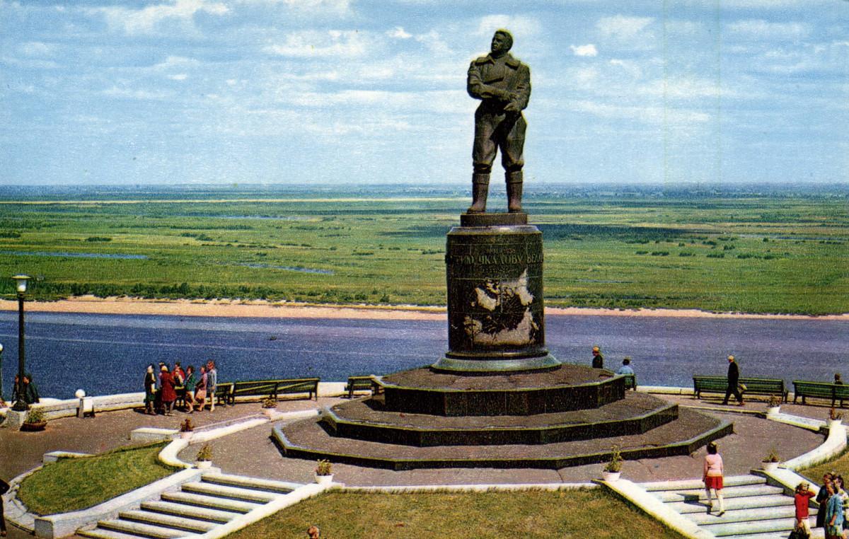 Фото: Памятник Валерию Чкалову