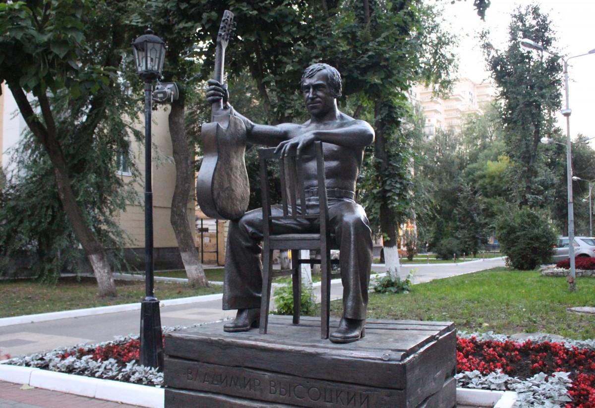Фото: Памятник Высоцкому