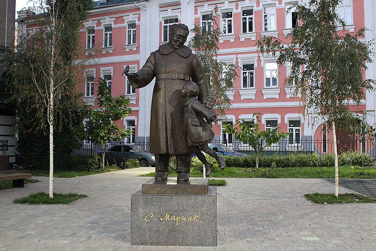 Фото: Памятник Маршаку