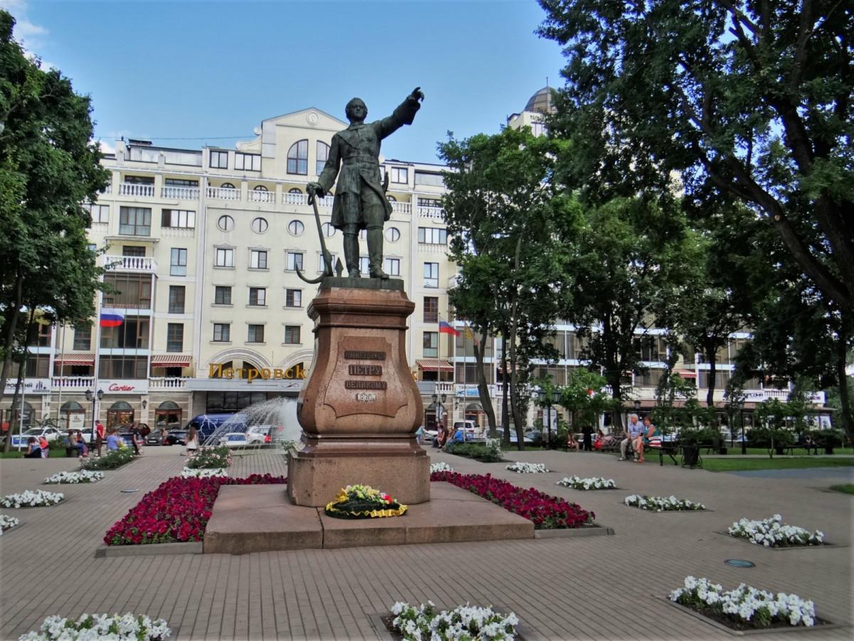 Фото: Петровский сквер
