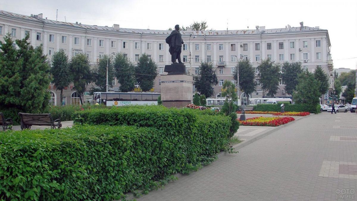 Фото: Площадь Черняховского