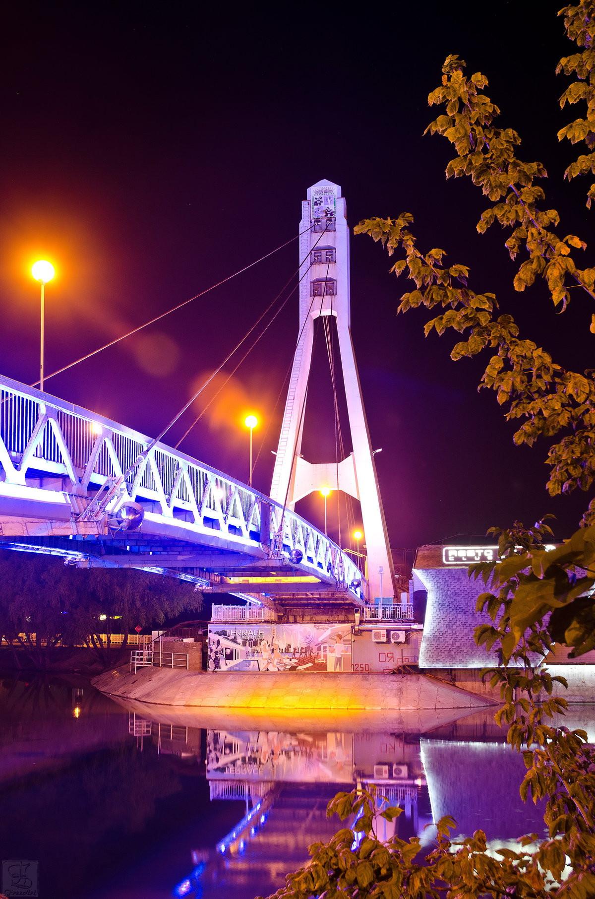 Фото: Мост поцелуев