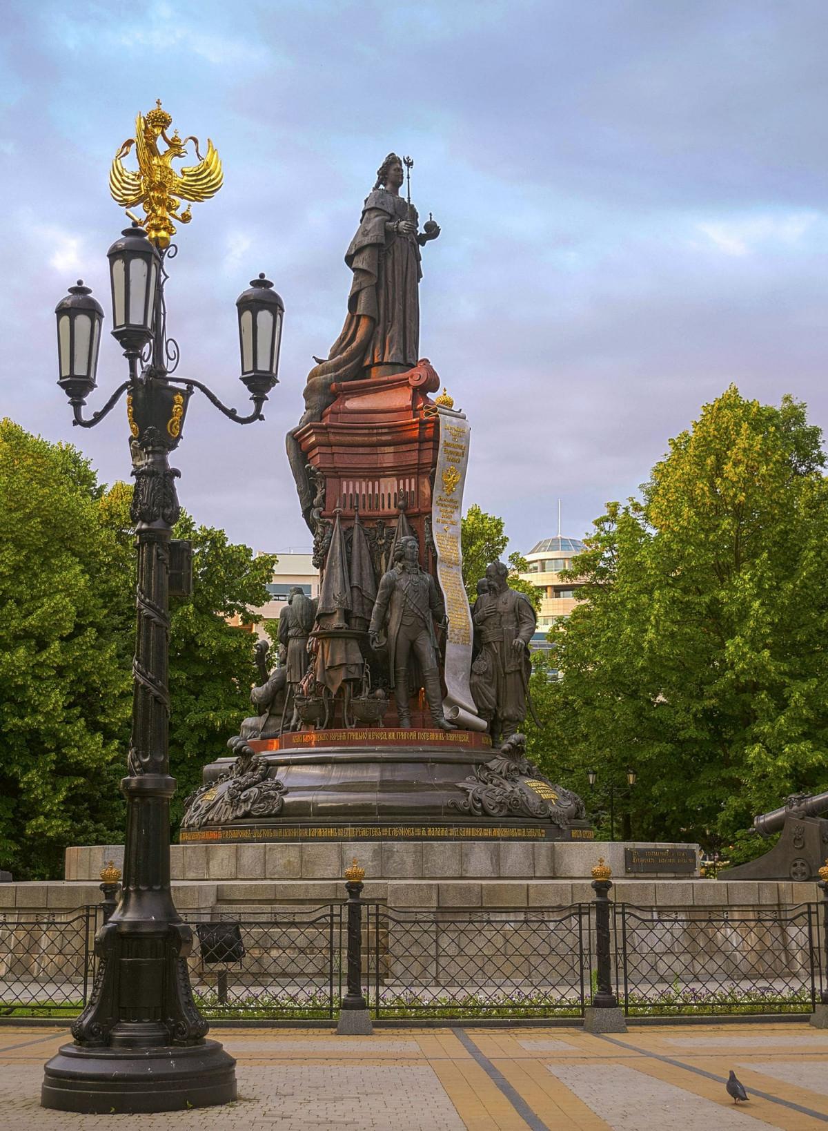 Фото: Памятник Екатерине II