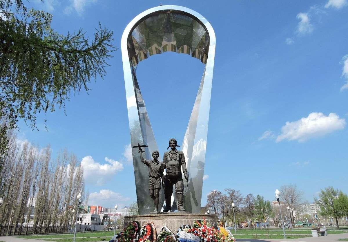 Фото: Памятник десантникам