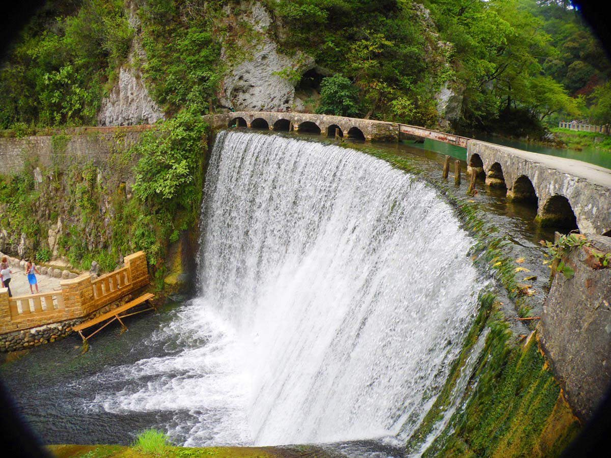 Фото: Новоафонский водопад