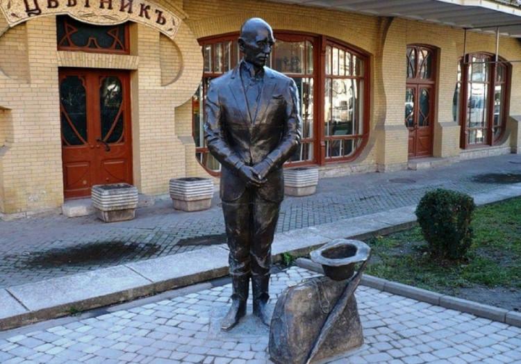 Фото: Памятник Кисе Воробьянинову