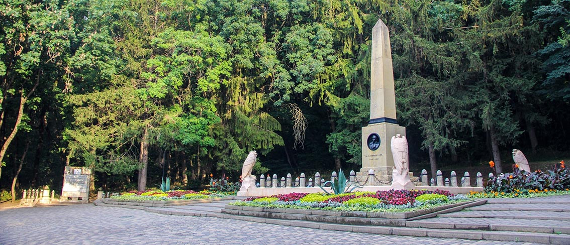 Фото: Памятник на месте дуэли Лермонтова