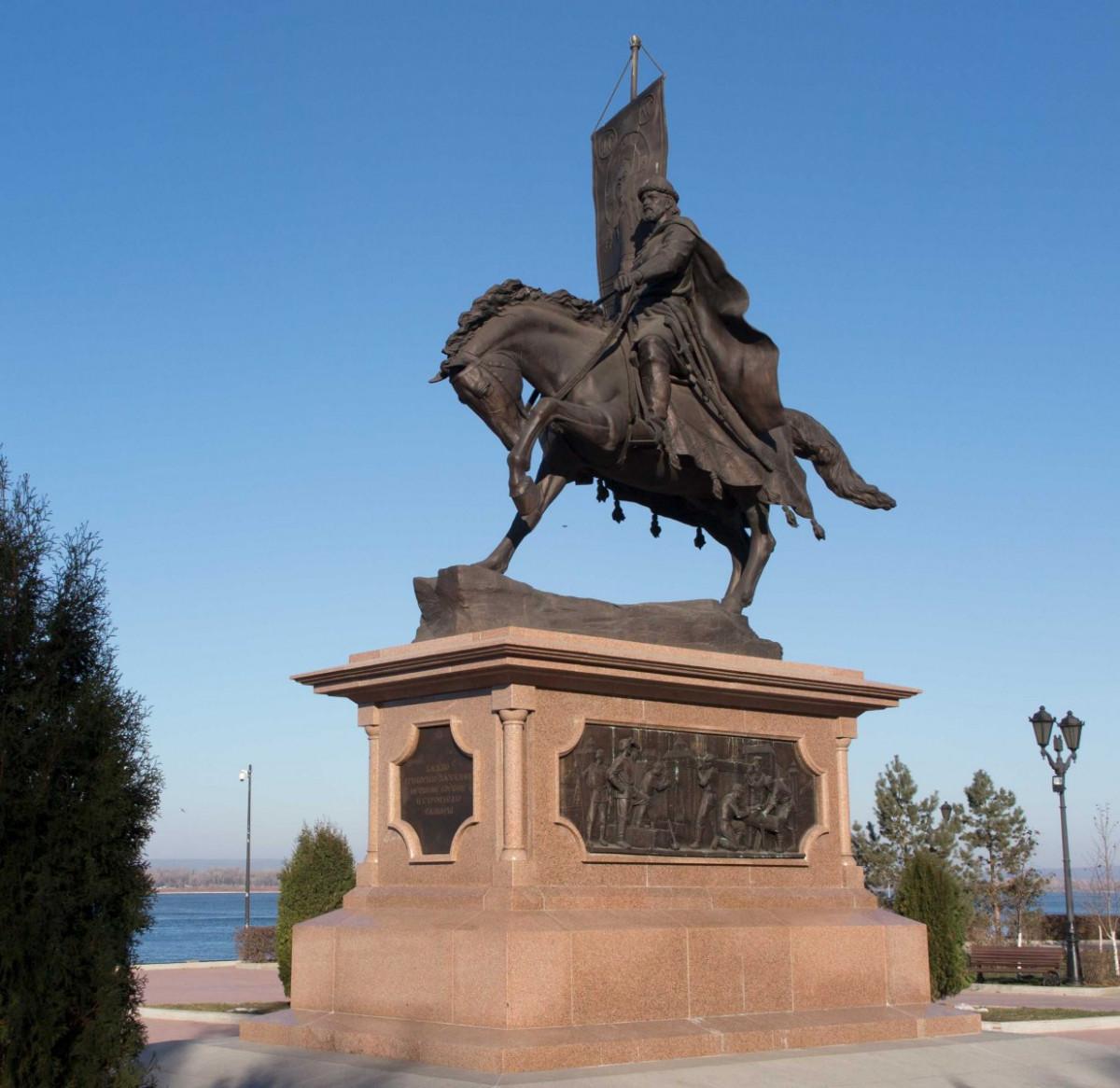 Фото: Памятник князю Григорию Засекину