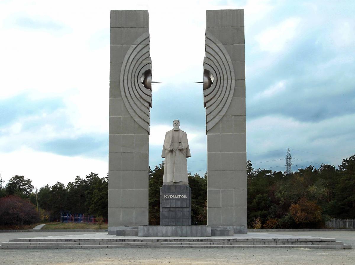 Фото: Памятник Курчатову