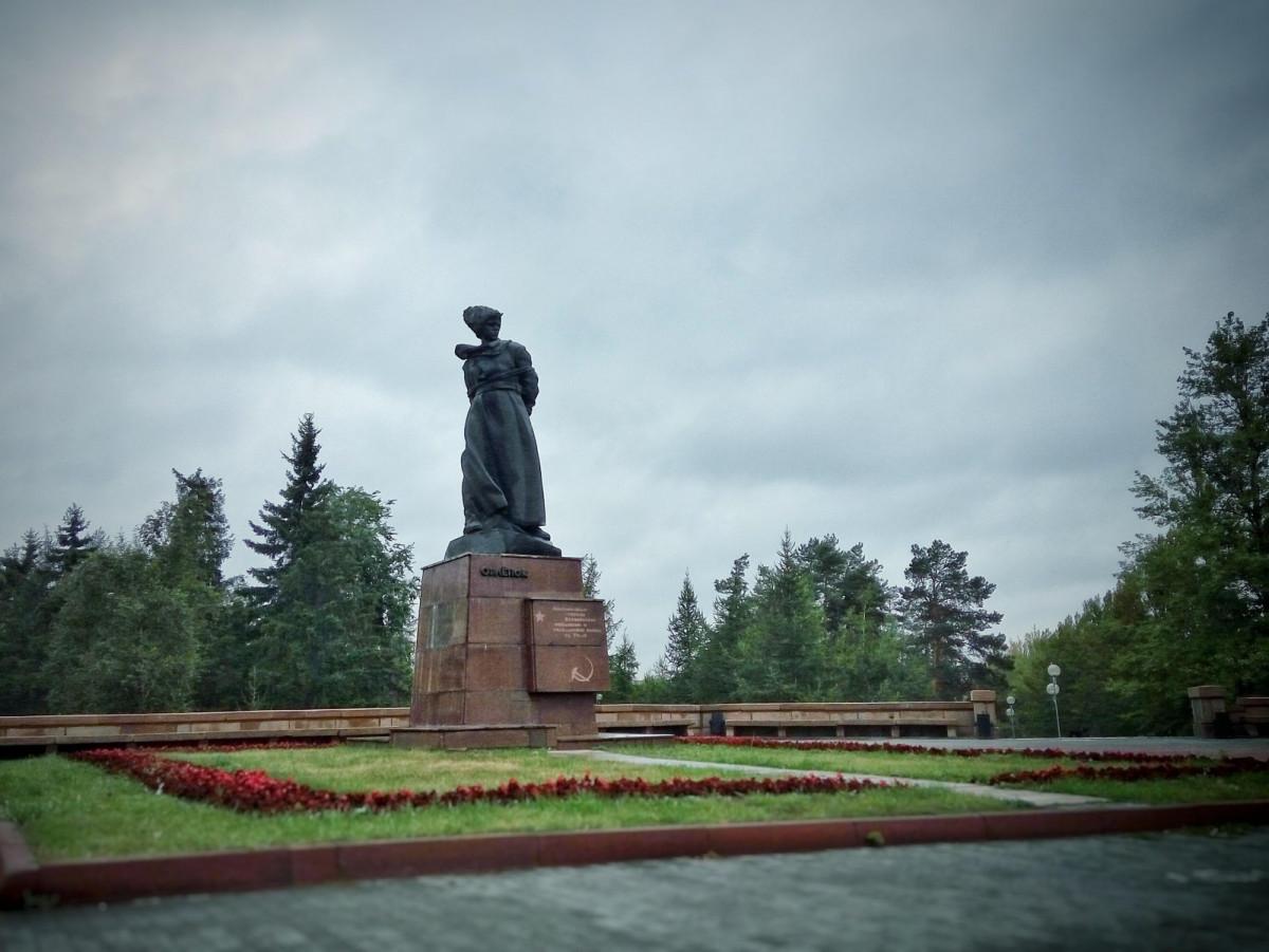 Фото: Памятник Орленок