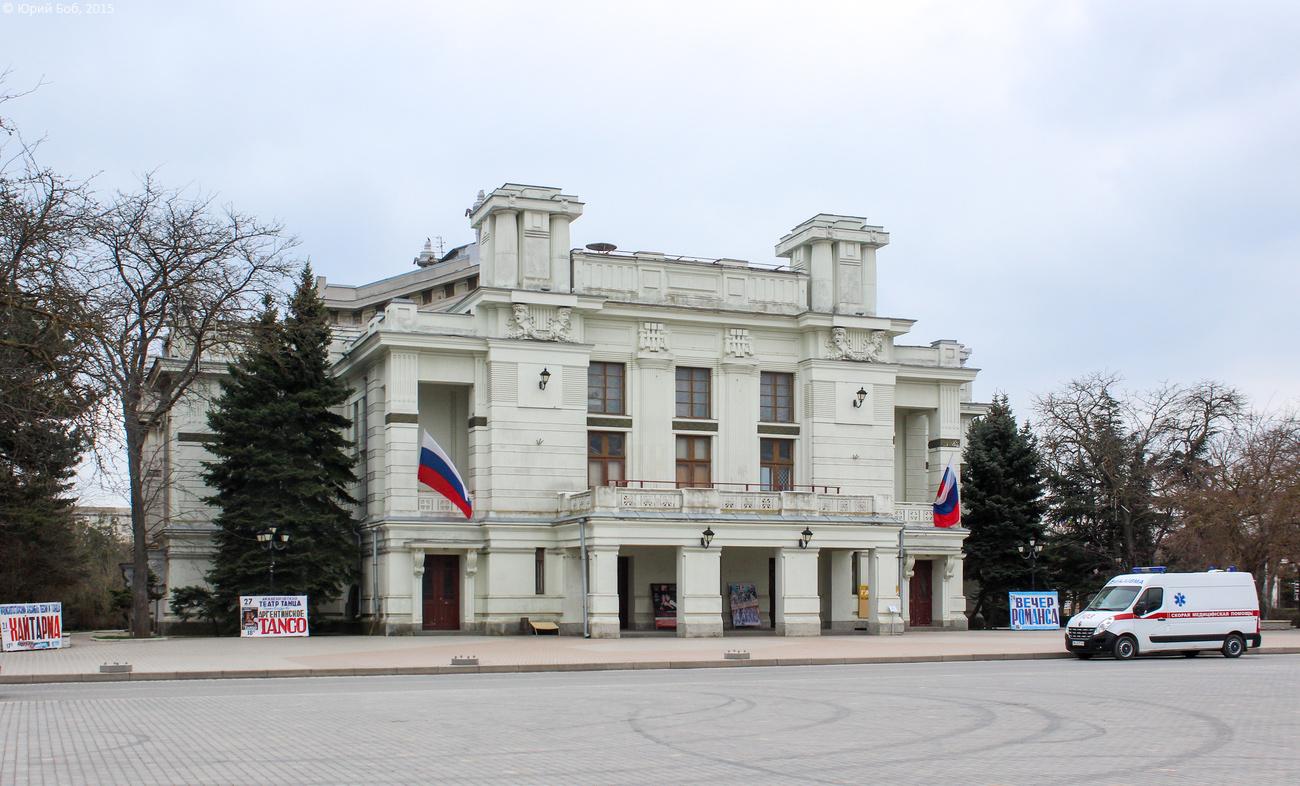 Фото: Театральная площадь