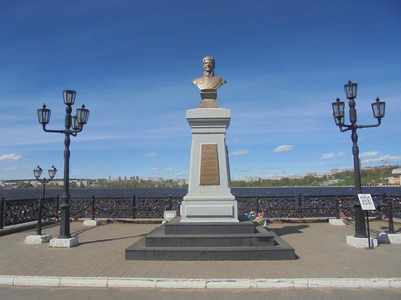 Фото: Памятник А.Ф. Дерябину