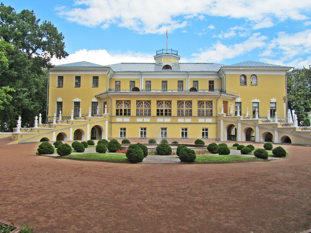 Фото: Губернаторский дом и сад