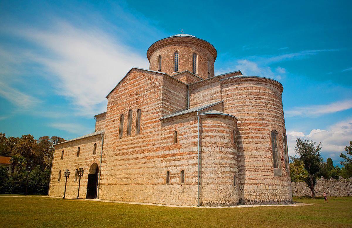 Фото: Патриарший собор (храм Андрея Первозванного)
