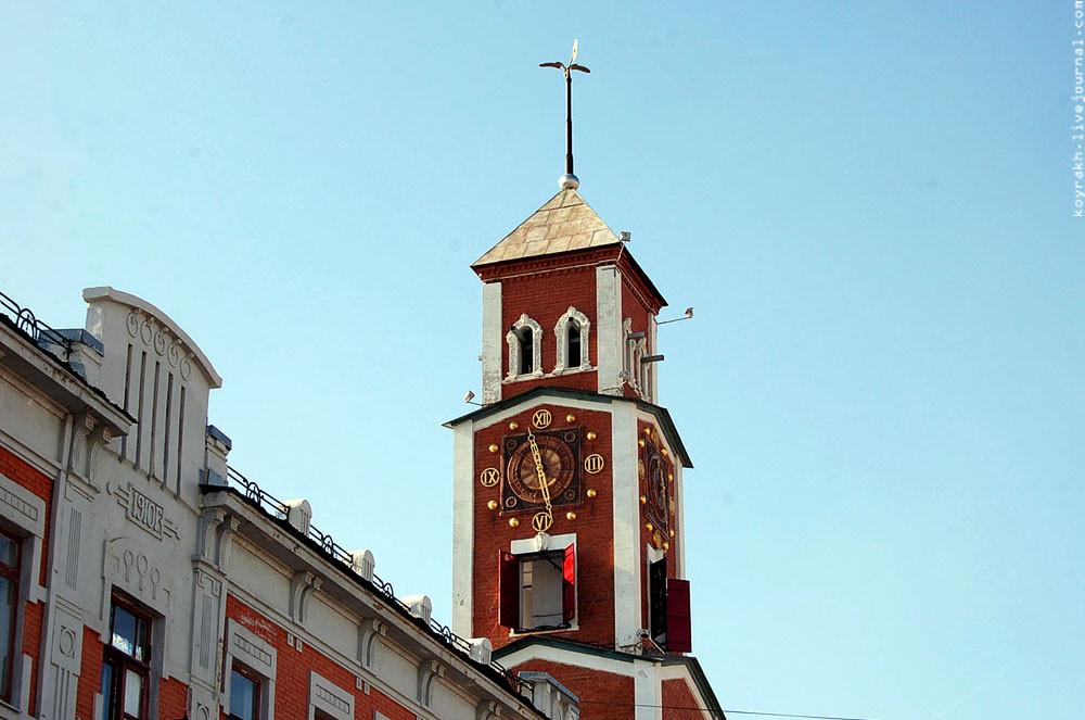 Фото: Башня с курантами на улице Советская