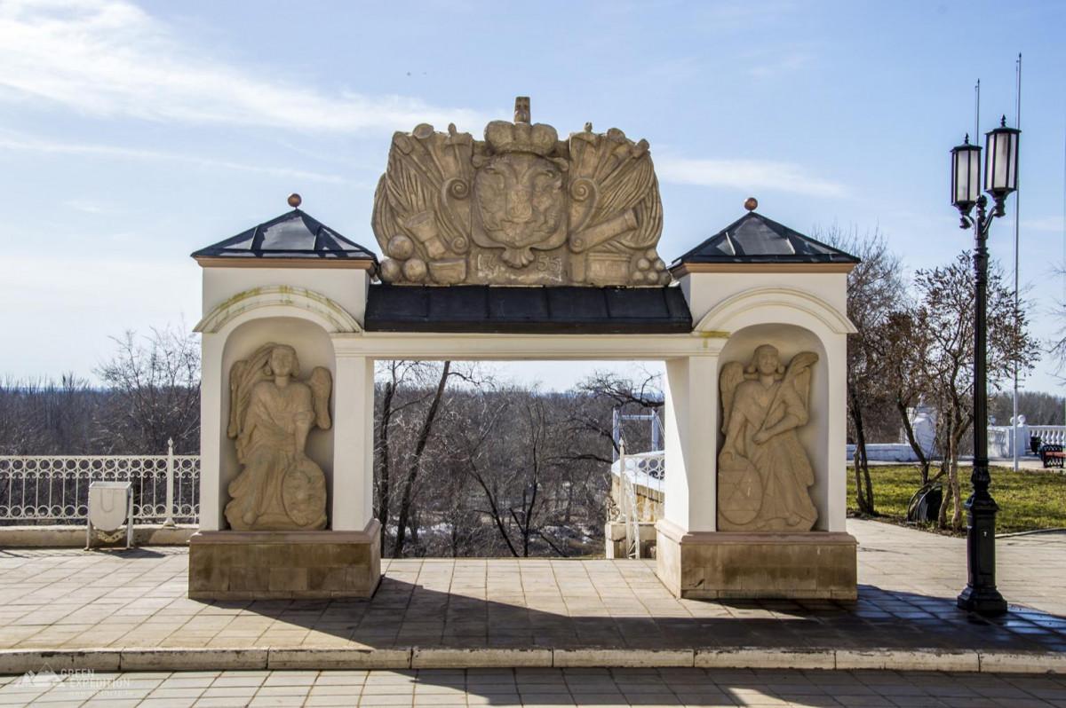 Фото: Елизаветинские ворота