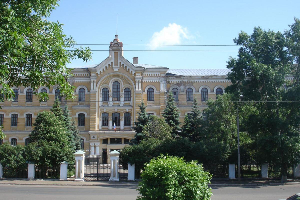 Фото: Здание бывшего Оренбургского летного училища