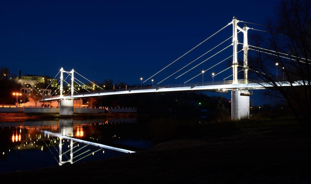 Фото: Пешеходный мост через Урал